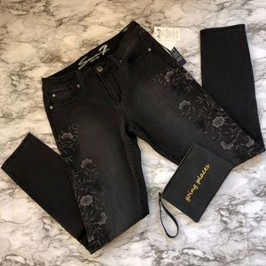 Seven7 Jeans - Embroidered Skinny Jeans by Seven7